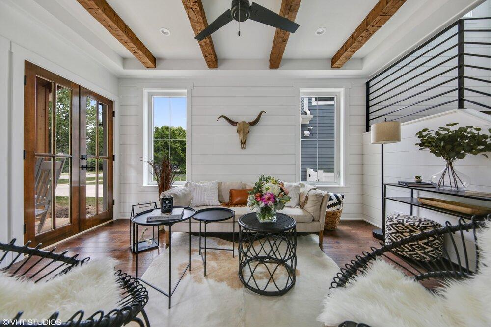 01 317lionel 1 Livingroom Hires