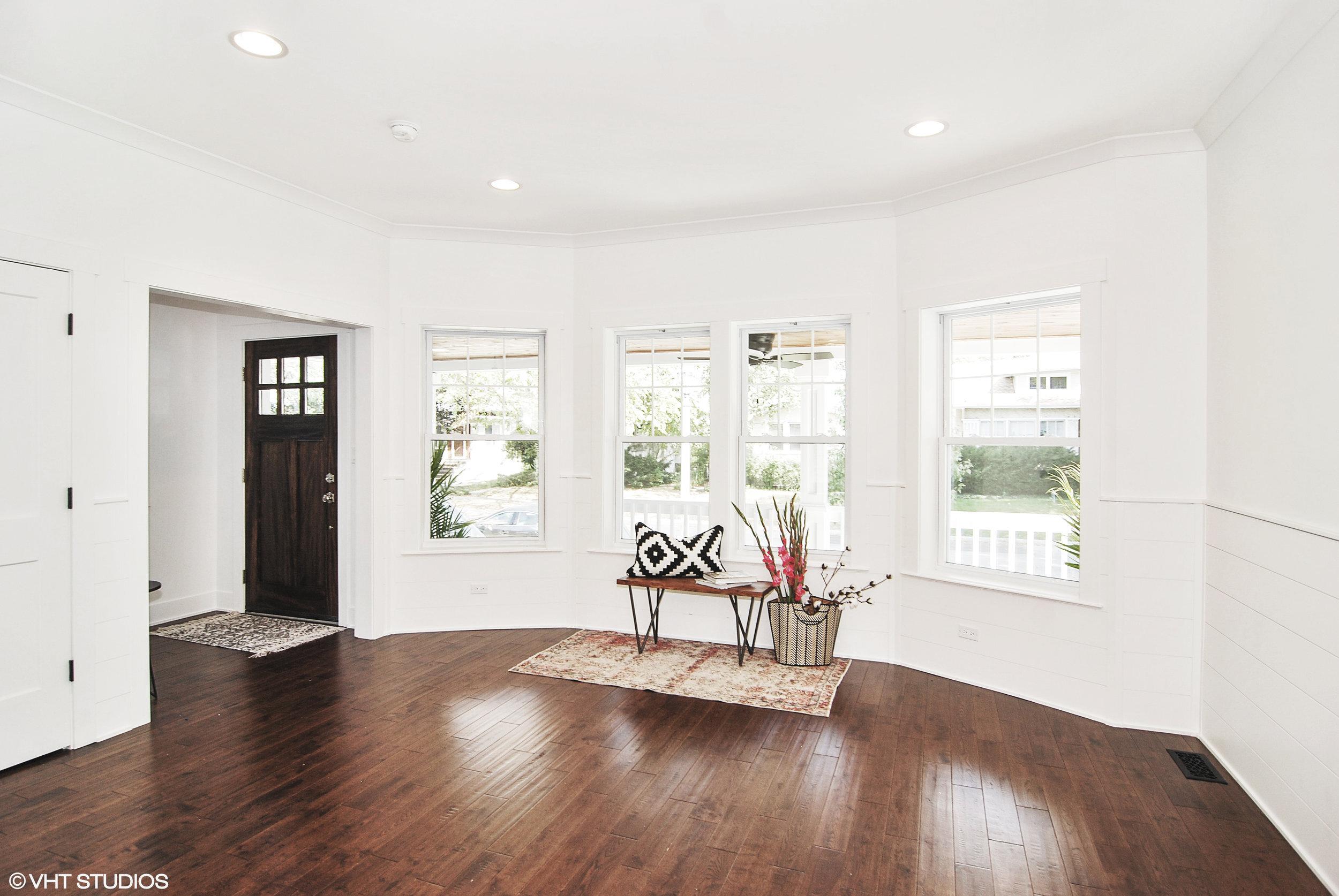 03 837northtaylorave 1 Livingroom Hires
