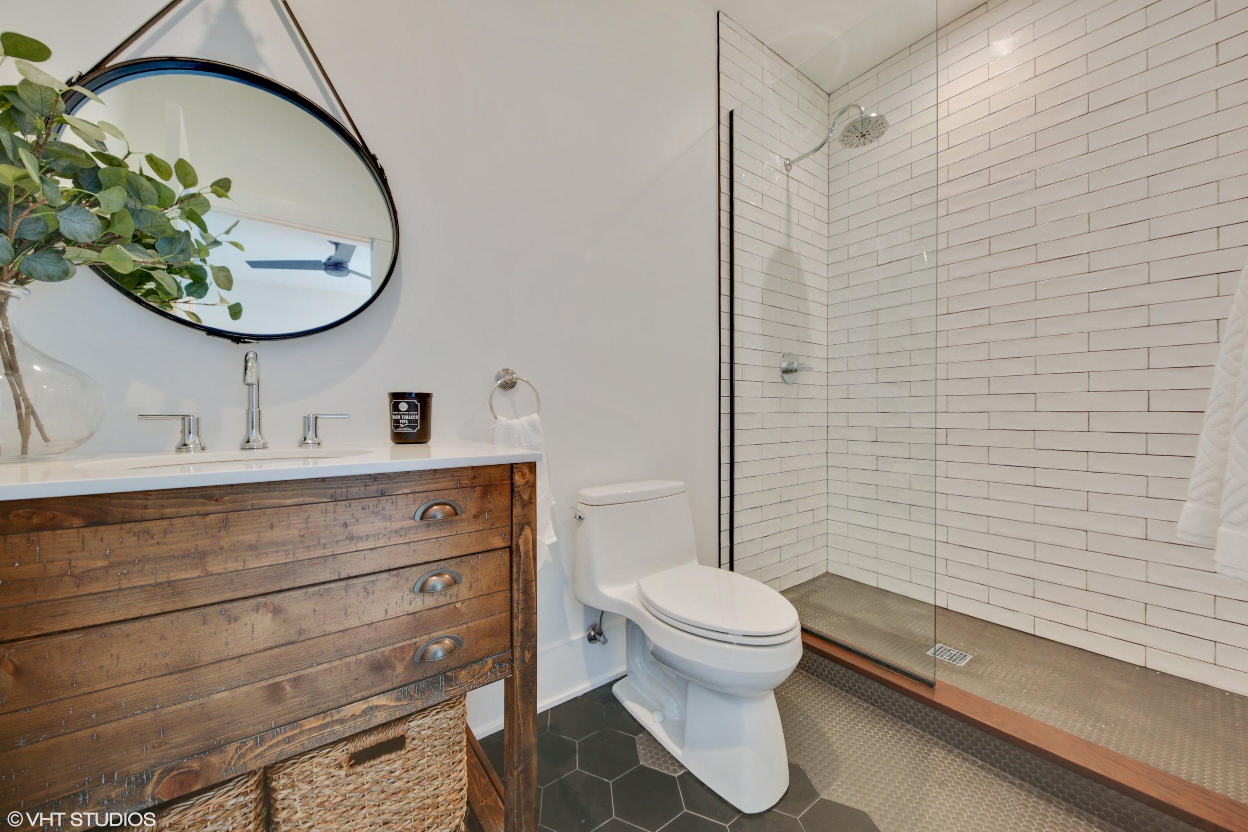 21 317lionel 8 Bathroom Hires