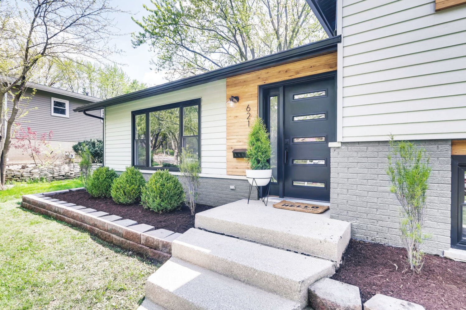621+67th+st+downers+grove+il Print 003 3 Exterior+front+entry 3600x2399 300dpi