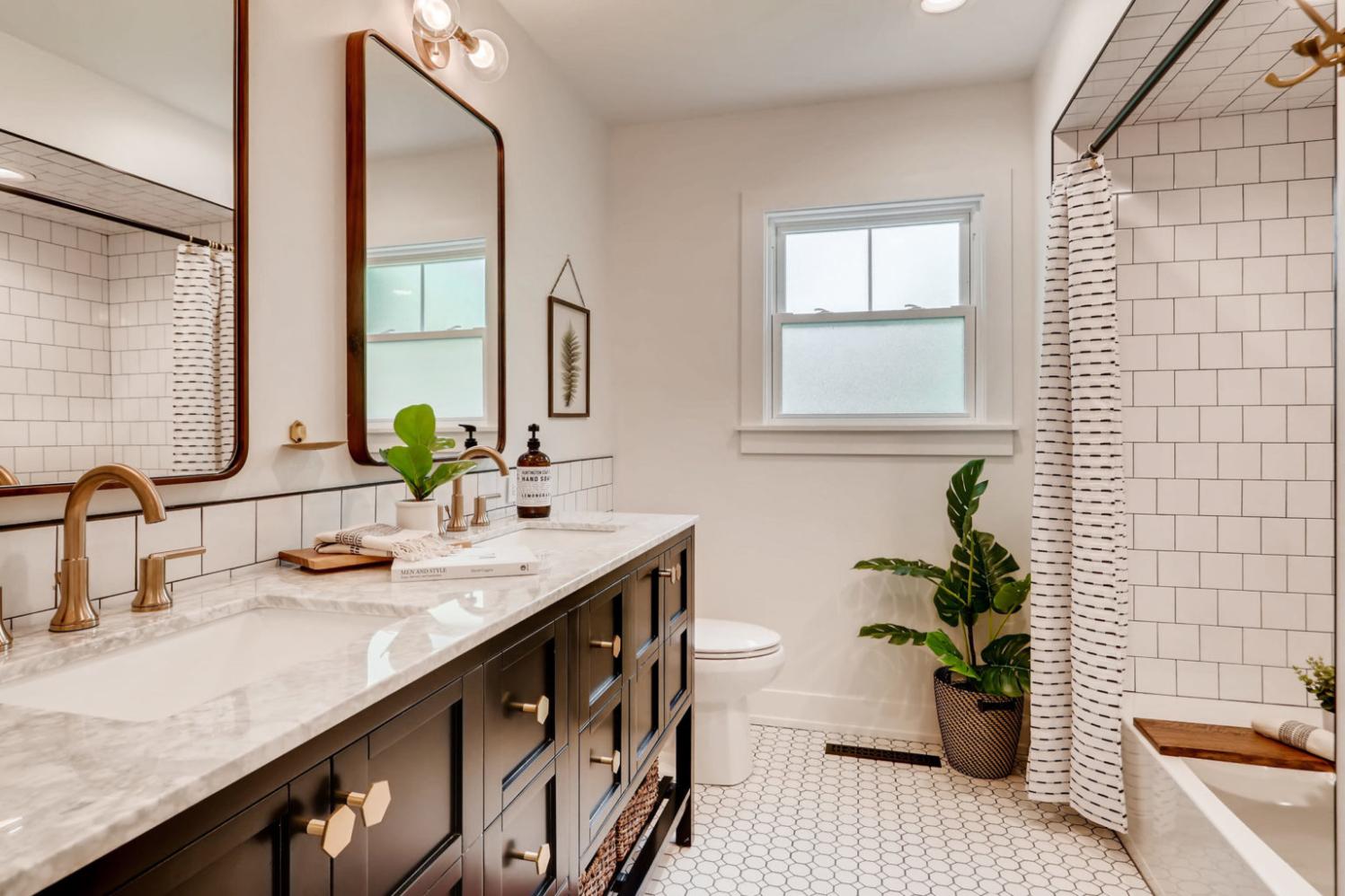 621+67th+st+downers+grove+il Print 021 6 2nd+floor+bathroom 3600x2400 300dpi